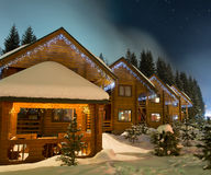 De chalets van de ski bij nacht Royalty-vrije Stock Afbeelding