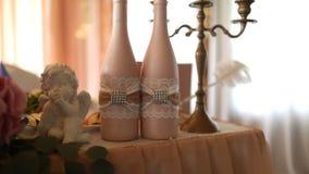 De champagneroze van de huwelijksfles stock footage