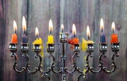 De Chanoeka schouwt op een rij allen Helder, glanzend de Joodse vakantie Stock Afbeelding