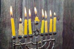 De Chanoeka schouwt op een rij allen Helder, glanzend de Joodse vakantie Stock Fotografie