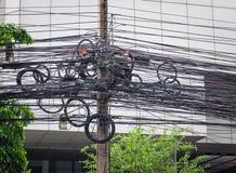 De chaos van kabels en draden op asokeweg Stock Afbeeldingen