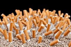 De chaos van sigaretten Stock Afbeeldingen