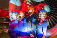 De charmante Stewardess en de beheerders kleedden zich in Eenvormig Rusland, heilige-Petersburg 23 November, 2017 royalty-vrije stock foto