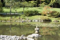 De charme van de zomer in Japanse tuin Stock Foto