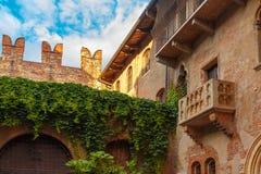 De charmeur en het balkon Juliet in Verona, Italy stock foto