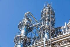 De chemische fabriek van de productiepijp stock foto