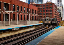 De Chicago opgeheven trein van Gr zoals die van platform wordt gezien Royalty-vrije Stock Foto's