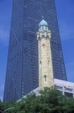 De Chicago torre 1869 de água velha e John Hancock Building, Chicago, Illinois Imagens de Stock Royalty Free