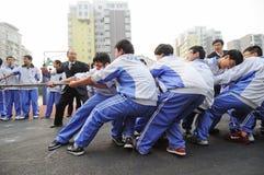 De Chinese concurrentie van de lage schoolTouwtrekwedstrijd Royalty-vrije Stock Afbeeldingen