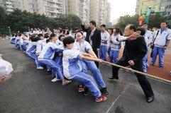 De Chinese concurrentie van de lage schoolTouwtrekwedstrijd Stock Fotografie