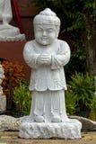De Chinese die Tempel Bangkok van het Kindstandbeeld van marmer wordt gesneden stock fotografie
