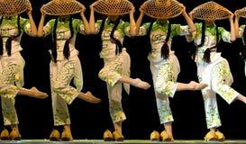 De Chinese etnische dans van de Groep   Royalty-vrije Stock Foto's