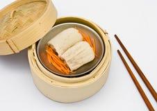 De Chinese gestoomde pulp van het dimsumBamboe binnen Stock Foto