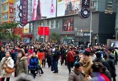 De Chinese klanten verdringen zich Road van Shanghai Nanjing Royalty-vrije Stock Fotografie