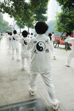 De Chinese mensen spelen taiji Stock Foto's