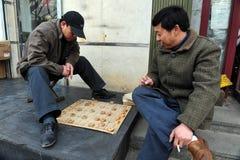 De Chinese mensen spelen Xiangqi (Chinees Schaak) in Peking, China Royalty-vrije Stock Foto