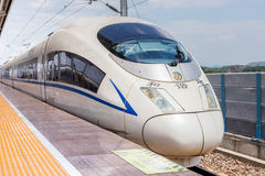 De Chinese trein komt aan de gang aan post Royalty-vrije Stock Foto's