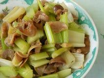 De Chinese voedselselderie beweegt gebraden vissenmaag stock afbeeldingen
