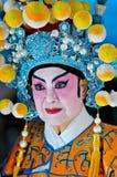 De Chinese Vrouw van het Nieuwjaar in Traditioneel Kostuum Royalty-vrije Stock Afbeeldingen