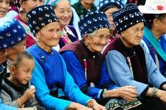 De Chinese vrouwen wonen het festival van de medio-Herfst bij Royalty-vrije Stock Foto's