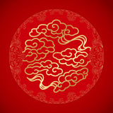 De Chinese Wolken van het symboolgeluk op rode achtergrond Royalty-vrije Stock Foto's