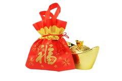 De Chinese Zak van de Gift van het Nieuwjaar en Gouden inpgotOrnament Royalty-vrije Stock Foto's