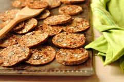 De Chips van de ochtend op een Dienblad van het Baksel Stock Foto's
