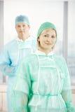 De chirurgen is schrobben kostuum Stock Foto's