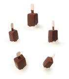 De chocolade behandelde staaf van het vanilleroomijs Stock Afbeeldingen