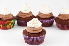 De chocolade cupcakes met bestrooit Stock Foto