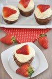 De Chocolade Cupcakes van de aardbei stock afbeelding