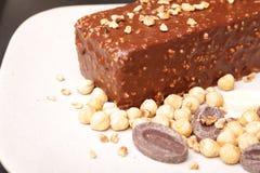 De chocolade en de Hazelnoot omfloersen Cake Stock Fotografie
