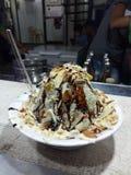 De chocolade van de ijsschotel dryfruits stock fotografie