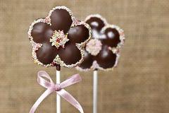 De chocoladecake knalt in bloemvorm Royalty-vrije Stock Foto