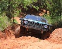 De cierre del jeep del camino encima del tiro de la acción Fotos de archivo