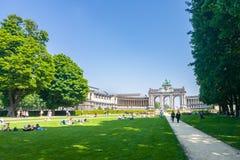 De Cinquantenaire den triumf- bågen och museerna i Bryssel arkivfoto