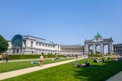 De Cinquantenaire den triumf- bågen och museerna i Bryssel royaltyfri fotografi