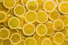 De citroenen cuted achtergrond stock afbeeldingen