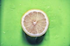 De citroenen spleten enig beeld Stock Afbeeldingen