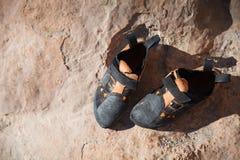 De close-up van bergbeklimmingsschoenen Stock Foto
