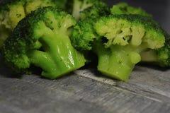 De close-up van broccolibloeiwijzen - ingrediënt voor het koken, vegetarisch voedsel royalty-vrije stock foto's