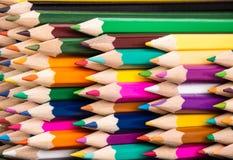 De close-up van de de stapelregeling van kleurenpotloden Royalty-vrije Stock Afbeelding