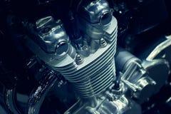 De close-up van de motorfietsmotor op donkere achtergrond Royalty-vrije Stock Fotografie