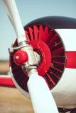 De close-up van de vliegtuigpropeller in openlucht Stock Foto