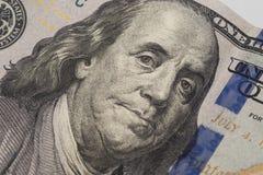 De close-up van dollars Het portret van Benjamin Franklin ` s op nieuw honderd dollarbankbiljet Stock Afbeelding