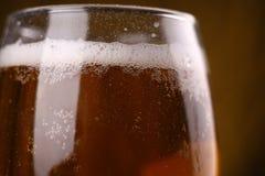 De close-up van het bierglas Stock Foto's