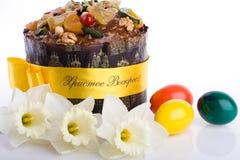 De close-up van het dessertpaskha van Pasen, eieren, gele narcissen  Royalty-vrije Stock Foto's