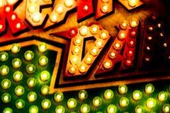 De Close-up van het Teken van de Lichten van de carrousel Royalty-vrije Stock Fotografie
