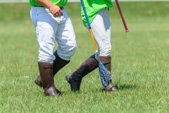 De Close-up van Polocrossespelers het Lopen Laarzenrackets Stock Foto