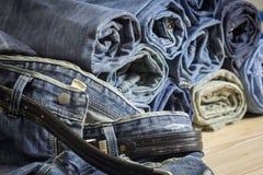 De close-up van textuurachtergrond Jean, ritssluiting en knoop Royalty-vrije Stock Afbeelding
